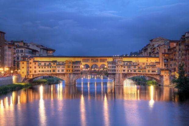 Een prachtige stad om naar toe te gaan op huwelijksreis in Europa is de Italiaanse stad Florence, in de regio Toscane. De stad zelf is als het ware een openlucht museum, absoluut een must voor kunst liefhebbers. In de omgeving vindt je Sienna dat er nog bijna zo uit ziet als in de Middeleeuwen. Natuurlijk ga je ook even kijken bij de scheve toren van Pisa. De omgeving van Toscane is een van de mooiste van Europa, met de bekende wijngaarden op het glooiende landschap.