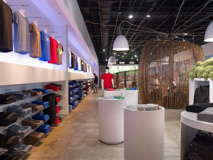 Large Technology Company Retail Store  Modular merchandising fixtures provide efficient function and easy maintenance.