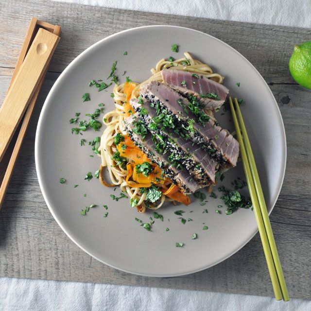 Sesame-crusted tuna on a bed of udon noodles (recipe): Noodles Recipes, Tuna Noodles, Sesame Crusts Tuna Udon, Beds, Udon Noodles Thi, Pretty Colors, Noodles Thi Bustle, Turntable Kitchens, Tuna Udon Noodles