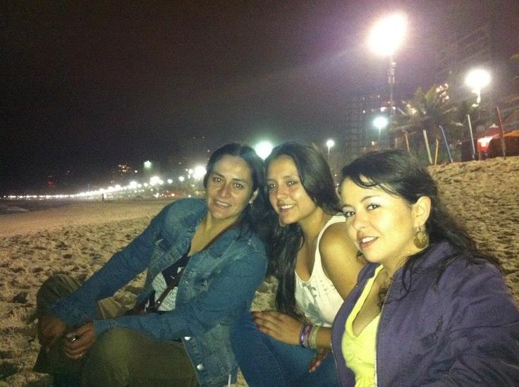 una noche de playa con mi madre y mi prima en brasil