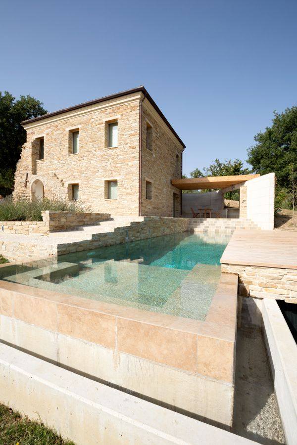 Award winning pool in Italy by Giorgio Balestra et Silvia Brocchini of bistudioarchitetti