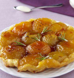 Tarte tatin aux abricots, sauce crémeuse romarin et miel