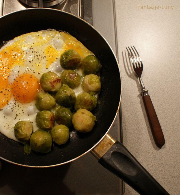 . Najpyszniejsze dietetyczne przepisy w internecie! Dietetyczne dania, zdrowa żywność, zdrowe życie!: Pyszne jajka z brukselką na dietetyczny obiad