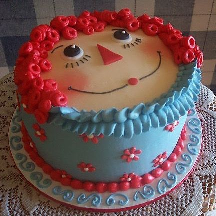 Raggedy Ann Cake - what a cute cake idea! (source unknown)