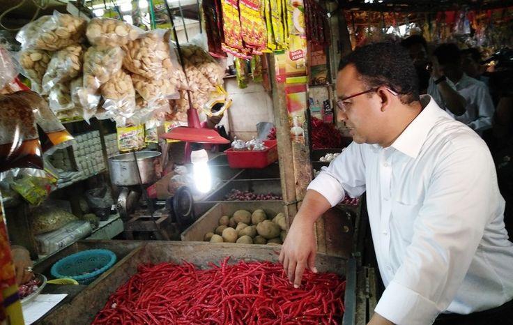 Saat menyambangi Pasar Tebet Timur di Jakarta Selatan, calon gubernur DKI Anies Baswedan didatangi seorang wanita paruh baya. Ada juga pedagang lontong yang berniat menawarkan dagangannya kepada...