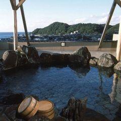 去年の結婚記念日に主人に京都の夕日ヶ浦温泉の旅館あおき橘風苑に連れていってもらいました ゆったりとしたした部屋でお風呂も露天風呂もこじんまりとしていてとってもリラックスできました() とても大きな旅館なので移動が大変でしたが夕食に出てきたカニも美味しくて食べきれないくらいの量でしたよ()/ 今年もまたいきたいな tags[京都府]