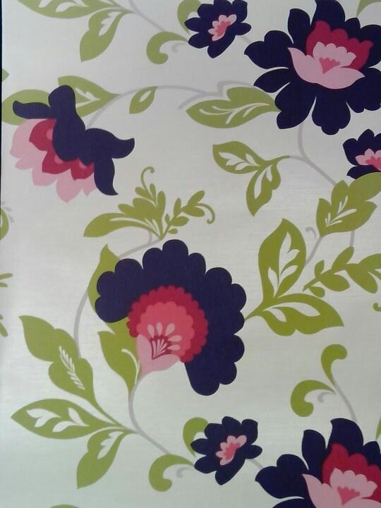 Behang, fleurig bloemen met groene bladeren