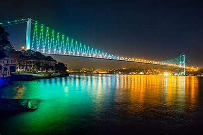 Every visitor to Istanbul wants to take a Bosphorus cruise 20 mile long strait which joins the Marmara Sea to the Black Sea and Istanbul.  On Istanbul Cruise Trip the travellers will disvover beauty of Istanbul and see Golden Horn, Spice Bazaar,Bosphorus Cruise, Rumeli Fortress, Dolmabahce Palace, Bosphorus Bridge and Camlica Hill.  #istanbul #turkeyholidays #holidaystoturkey #bestholidays #turkey #summer #bosphorus #istanbul #dailytour #dailycitytour