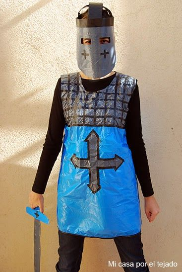 Mi casa por el tejado: Disfraz rápido para carnaval: Caballero Medieval con bolsas http://www.multipapel.com/familia-material-para-disfraces-maquillaje-bolsas-de-color.htm