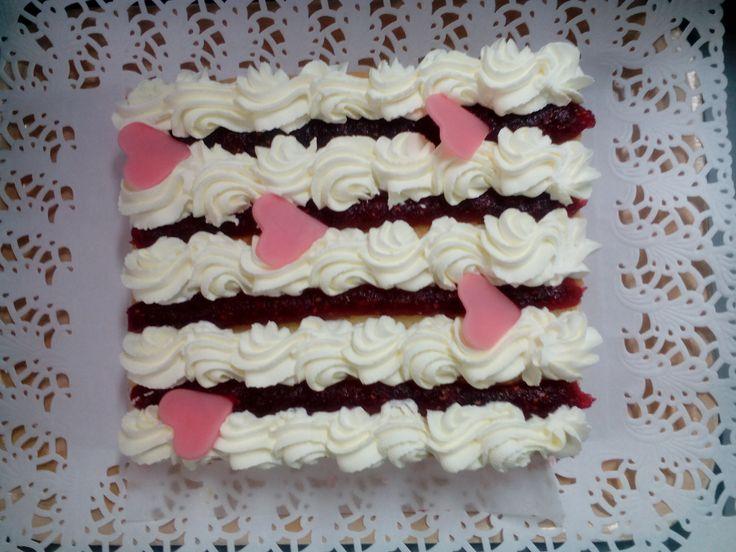 Kakku ystävänpäiväksi
