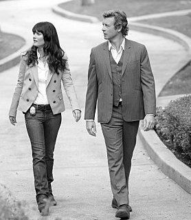 Their steps are so perfect together....their hands are so close but so far apart!!!!