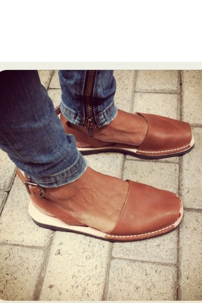 menorquinas Pons with buckle strap in Brown, hand-crafted