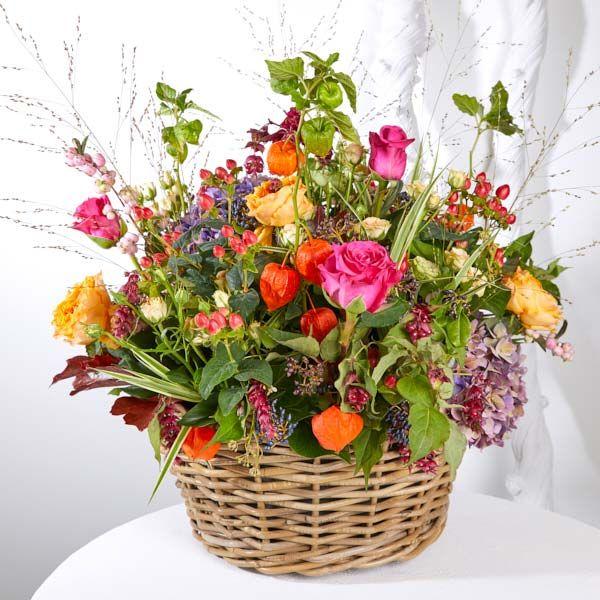 Mand Seizoen Herfst. Rouwstukken, rouwboeketten en troostboeketten worden over het algemeen gestuurd door mensen, die niet tot de directe familie behoren. Door bloemen te sturen betuigt u op een gepaste manier uw medeleven aan de overledene of directe familie. Gemaakt door Afscheid met Bloemen.