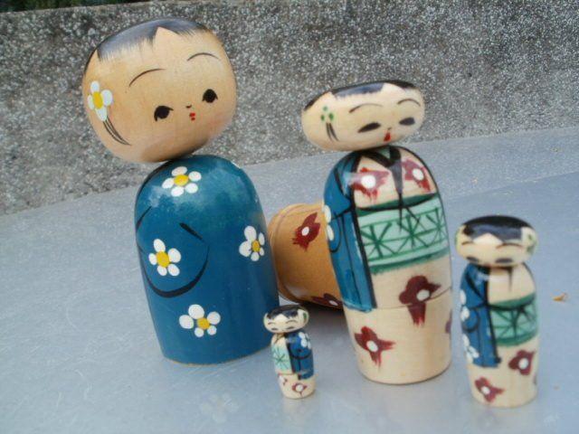 specjalnie dla Pani Agnieszki -  gejsze niedzisiejsze  cztery w jedną  figurkę  drewnianą składane śliczne autentyczne