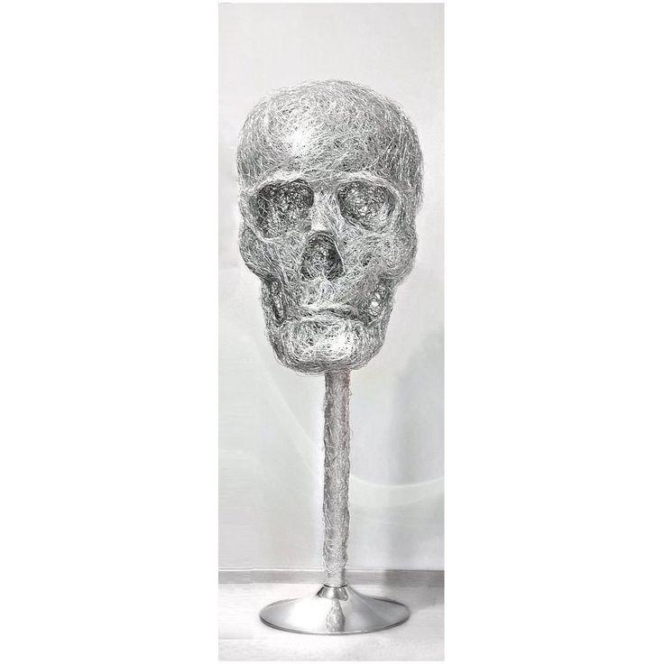 Design Skulptur - XXX-L SKULL - Aluminium silber 140cm   Korpus Aluminium eloxiert.  mit silber umwickeltem Fuss