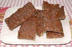 Kinder cereali: 400 gr di cioccolato al latte 70 gr di riso soffiato 120 gr di cioccolato bianco 100 ml di latte condensato