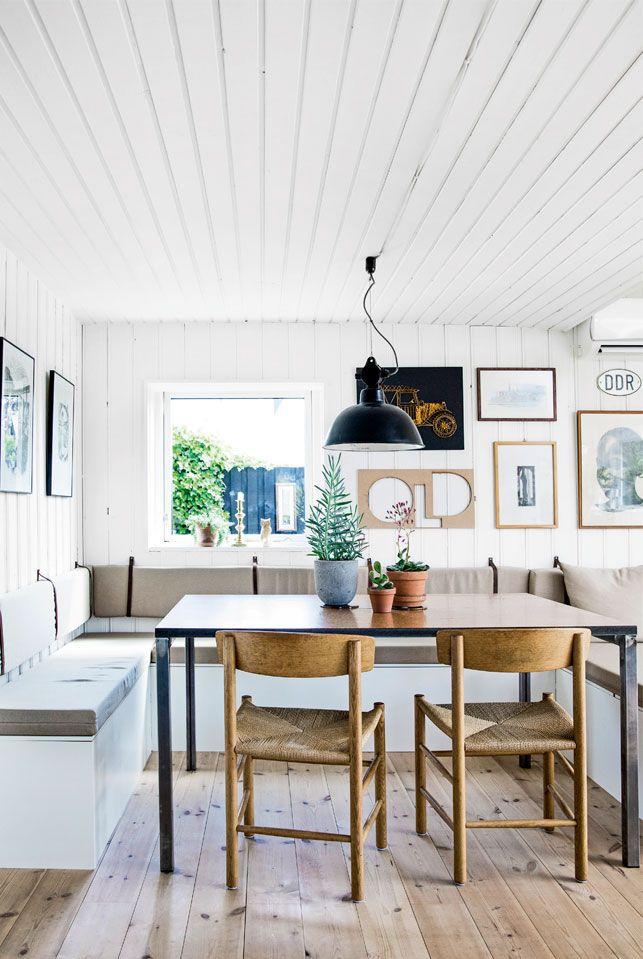 Michael og Thomas' kolonihavehus er indrettet med unikke vintagefund, geniale gør-det-selv-løsninger og den helt rigtige grønne farve, som var svær at finde frem til.  SFF: Hvide lofter men bevarede gulve.