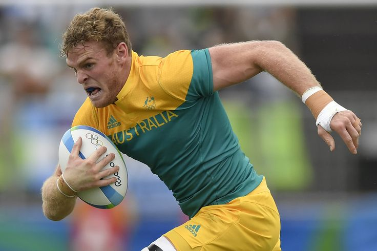 Australia's Tom Cusack runs with the ball in the mens rugby sevens match between South Africa and Australia during the Rio 2016 Olympic Games at Deodoro Stadium in Rio de Janeiro on August 10, 2016. / AFP / PHILIPPE LOPEZ