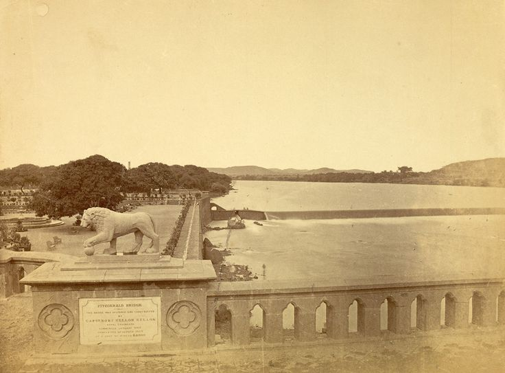 An 1870 photograph of the Jamsetji Bund from the Fitzgerald Bridge. #Pune #Heritage The bridge and garden were designed by Colonel Sellon.