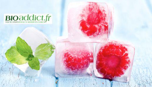 Astuce fraîcheur : Présentez vos fruits frais et bio de l'été dans dans de petits glaçons rafraîchissants ! Pour cela, c'est très simple : il suffit de les déposer dans le bac à glaçons avant d'y verser l'eau. Ces petits glaçons fruités pourront ensuite accompagner vos boissons. Par exemple : une framboise dans un verre de rosé, une fraise dans une coupe de champagne, une mûre dans un sirop à la menthe...