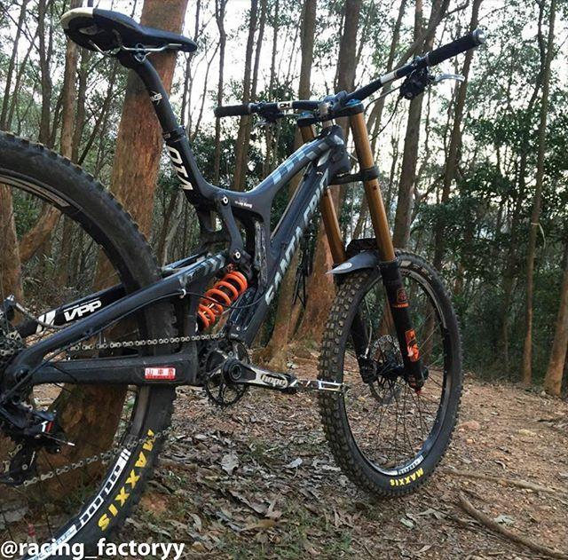 Downhill Factory On Instagram C Y L Brendan S Custom Santa Cruz V10 With Fox Suspension Mtb Bikeporn Sick Downhill Bike Kona Mountain Bikes Mtb Bike
