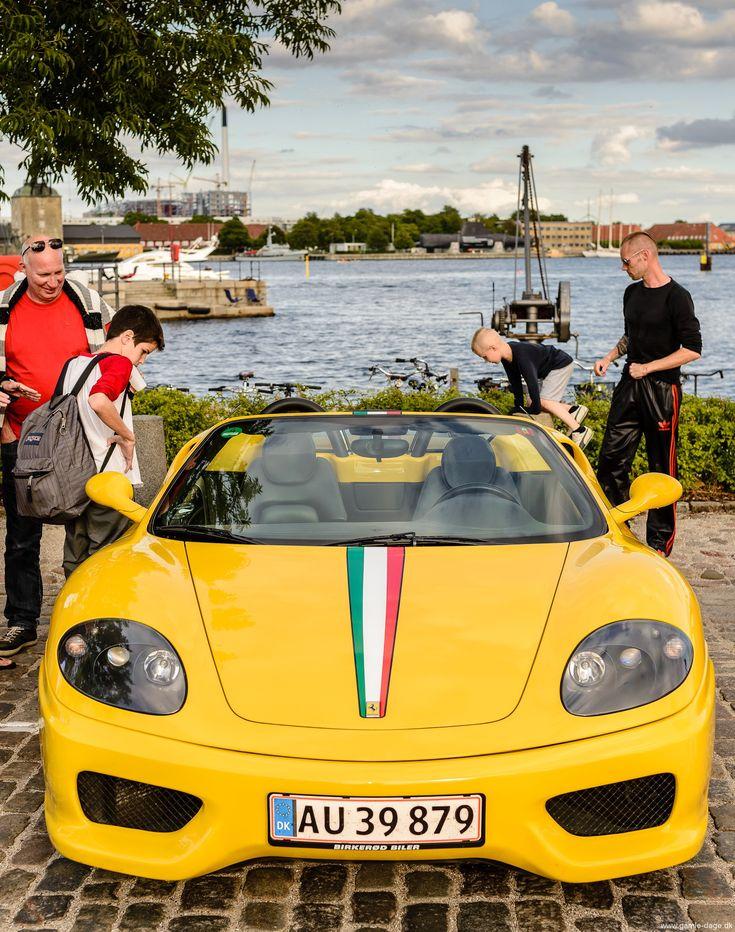 Jeg var ikke helt færdig med de flotte biler, som hver tirsdag, når vejret tillader det, møder op til træf på Toldboden.   Jeg kunne genkende en del af bilerne fra sidste år, men der var kommet en del 'nyt' til, herunder et par Ferrari-er, som jo altid er godt at se på... #Biler #Toldboden #Amerikanerbiler #Retro #Klassiskebiler