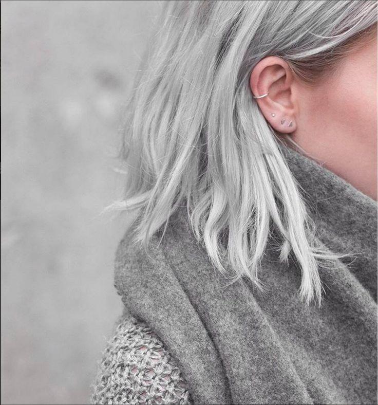 Des piercings d'oreilles géométriques