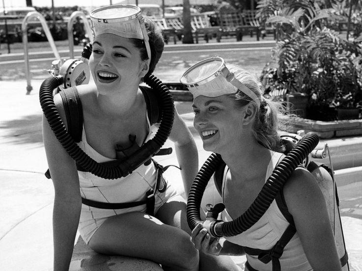 woman-vintage-diving-girls-mara
