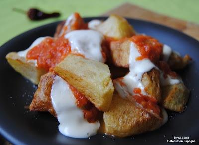 Une délicieuse 'tapa' espagnole de 'patatas bravas'/ Spanish #tapas
