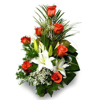 СТРАСТЬ. Необыкновенно  величественный букет из алой розы и изысканной лилии создан специально  для того, чтобы подчеркнуть самые горячие чувства! Дуэт королевских  цветов, гармонично сочетающихся в этом букете, отражает вихрь страсти,  которая порой возникает между двумя людьми. Упаковка: прозрачная пленка.