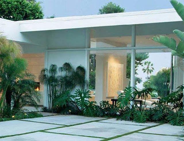 Palm springs modernism show landscape 640 491 for Palm springs landscape design
