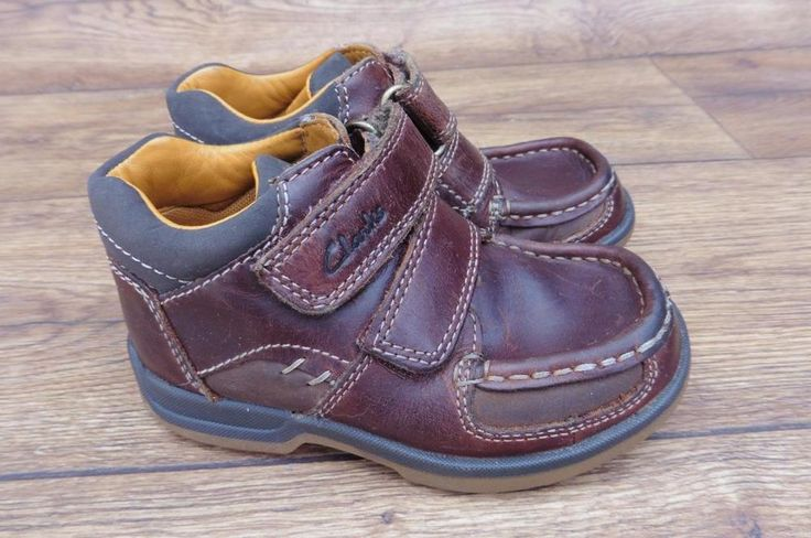 SIZE UK 7.5 E CLARKS BOYS BROWN LEATHER ANKLE BOOTS WITH DOUBLE VELCRO STRAPS