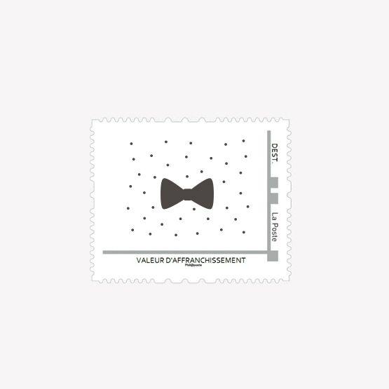 Peaufinez l'envoi de vosFaire-Partavec un timbre personnalisé Litlle Poisassorti à laCollection que vous avez choisie. Nous proposons 2modèles dontla couleur peut être modifiée. Une fois la commande passée, nouspersonnaliserons le timbre en fonction de vos préférences et enverrons le fichier qui vous permettra de réaliser votre propre timbre sur le site deLa Poste.