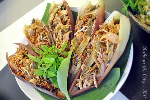 Kerabu Jantung Pisang (banana flower salad) by babe_kl