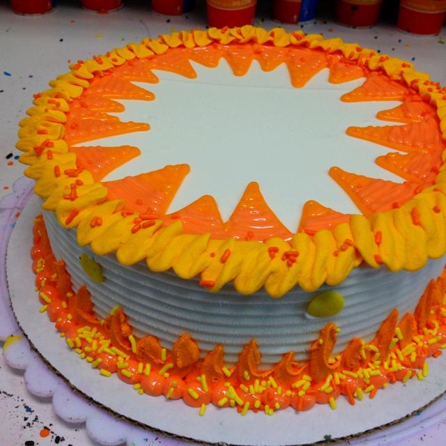 93 best round cake designs images on Pinterest Round cakes Queen