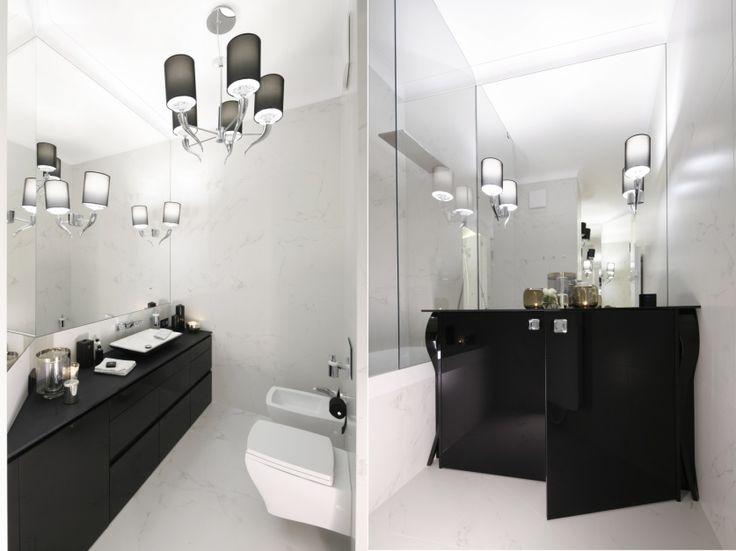 Czarne, lakierowane meble prezentują się niezwykle elegancko w kontraście do białego wystroju łazienki. Połączenie ponadczasowe.
