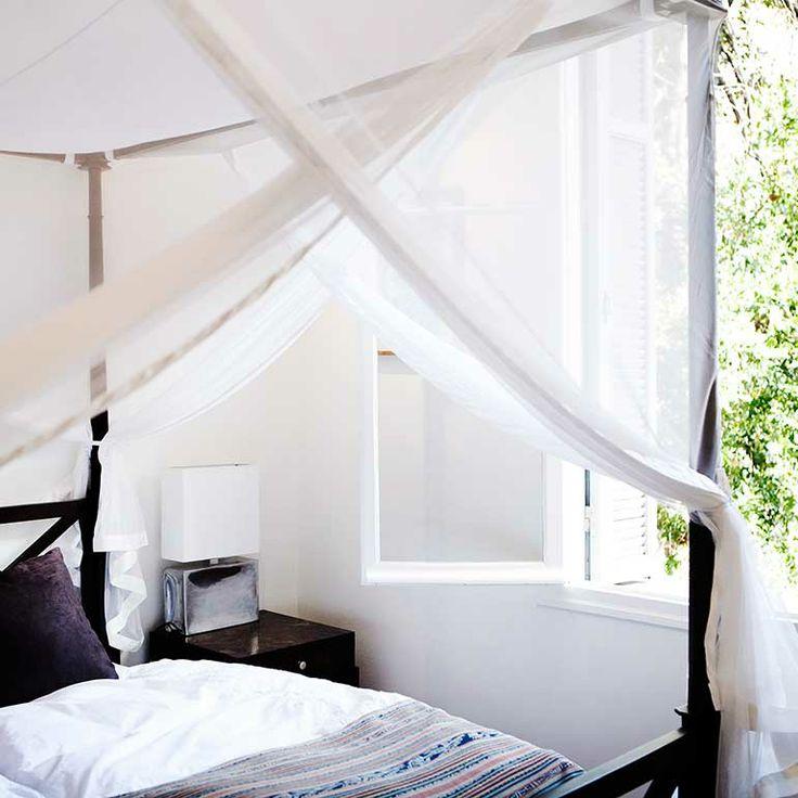 four-poster-bed at Menton Côte D'azur. Organic cotten sheets