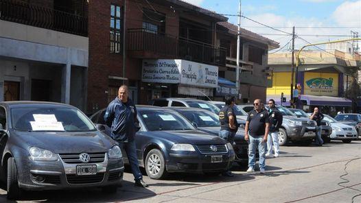 http://www.clarin.com/policiales/dia-hora-zonas-roban-autos_0_1528047404.html