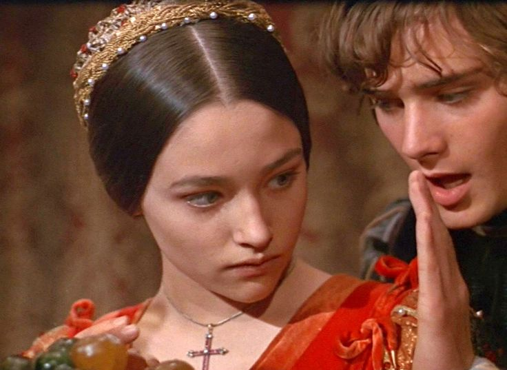 a critique of romeo and juliet in the movie Drama, romance, uncategorized director: franco zeffirelli starring: antonio pierfederici, bruce robinson, carlo palmucci and others director franco zeffirelli's beloved version of one of the most well-known love stories in the english language.