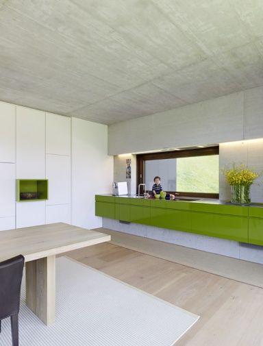 Grüne Küche mit Sichtbeton - Küchen in Architektenhäusern 18 - [SCHÖNER WOHNEN]