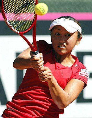 女子テニスの国別対抗戦、フェド杯ワールドグループ1部、2部入れ替え戦の日本―スペイン第1日は20日、バルセロナで2試合が行われ、日本は連敗し、1部残留へ後がなくなった。写真はショットを放つ土居美咲。 (2013年04月21日 配信)  【EPA=時事】 ▼21Apr2013時事通信|フェド杯テニス・日本、第1日は連敗 http://www.jiji.com/jc/p_archives?id=20130421085639-0014411031 #Misaki_Doi