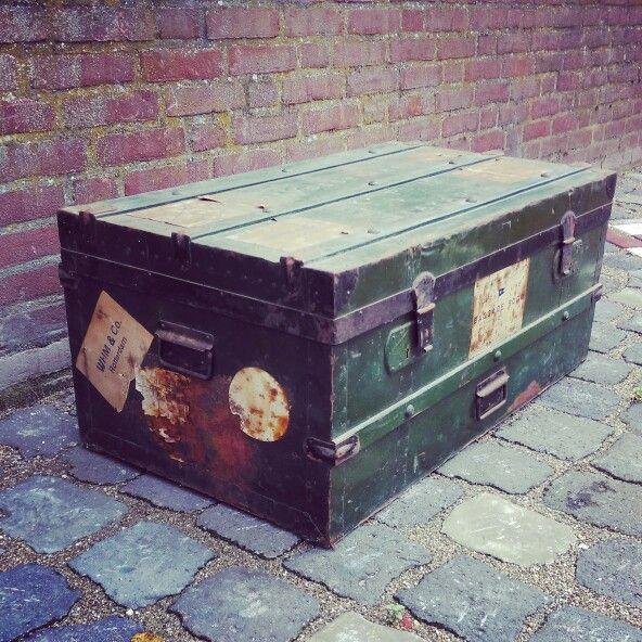 Oude authentiekevintagereiskoffer ook als salon tafel te gebruiken. Ingoede staat en een geweldige eyecatcher voor uw interieur! Inclusief originele sleutels, stickers etc.  http://www.creativeopen.nl/product/vintage-reis-koffer/
