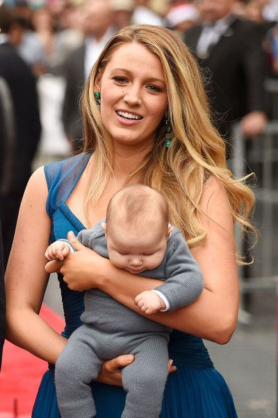 Ryan Reynolds Photos Photos - Actress Blake Lively poses for a photo with her daughter as Ryan Reynolds is honored with star on the Hollywood Walk of Fame on December 15, 2016 in Hollywood, California. - Ryan Reynolds Honored With Star On The Hollywood Walk Of Fame