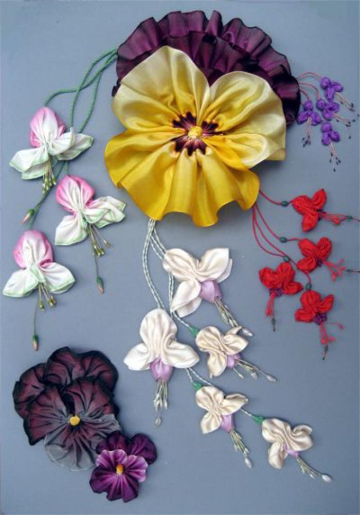 broderie au ruban, violette en rose et lilas