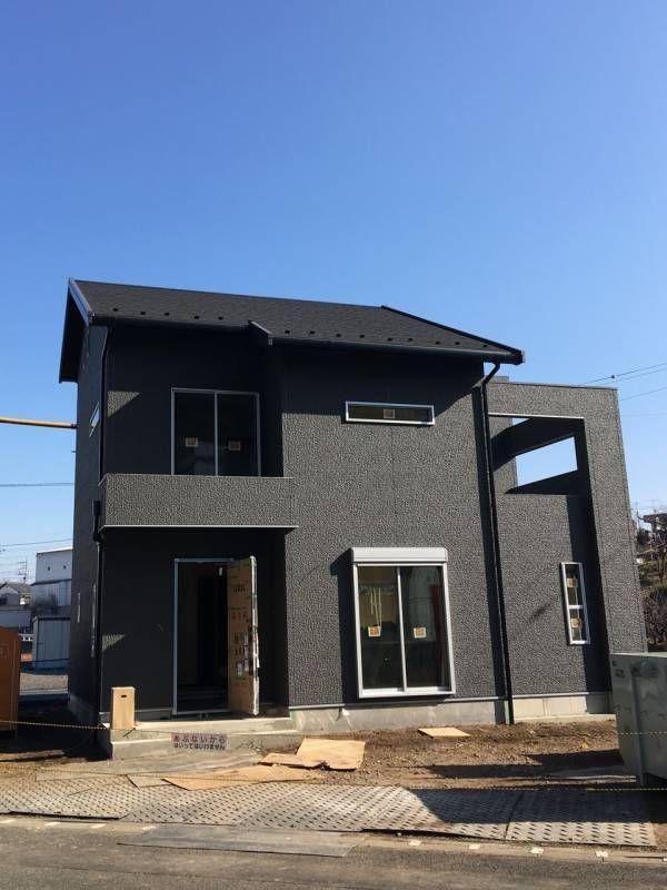 外観は8割方完成 外壁はスクラッチストーンに色はディープ