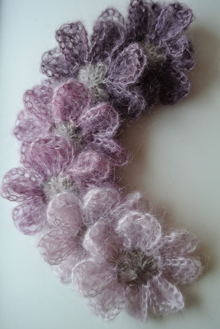 Beautiful mohair flowers (Italian site, which links to pattern in French)