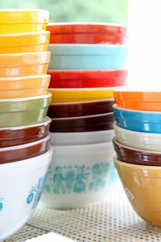 8FOOTSIX: Stacks of Pyrex bowls :)