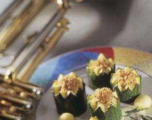 Gefüllte Zucchini mit Basilikum-Rahmsauce - Rezeptdatenbank - Swissmilk