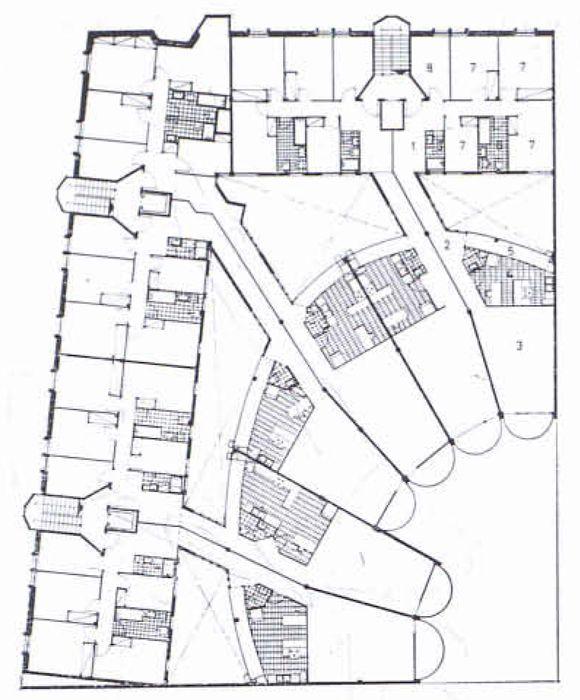 Sola_Morales, Casa de renta en Muntaner (1964). A pesar de la fachada rígida, la planta en abanico es muy libre. Separa la zona de habitaciones, que dan a la calle, de las zonas comunes, que dan a los patios interiore, grandes y luminosos.