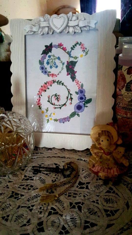 💐La lettera fiorita adesso è completa e sarà custodita in una bella cornice romantica ❤  https://www.etsy.com/it/listing/513945449/monogramma-floreale-ricamato-a-mano?ref=shop_home_active_1  #ricamo #embroidery #moda #cucito #handmade #puntocroce #ricamoamano #bordado #stickerei #handstitched #handembroidery #lfwstreetstylechallenge #londonfashionweek #styled #fashion #fashionweek #mood #modeaddict #fashionaddict #style